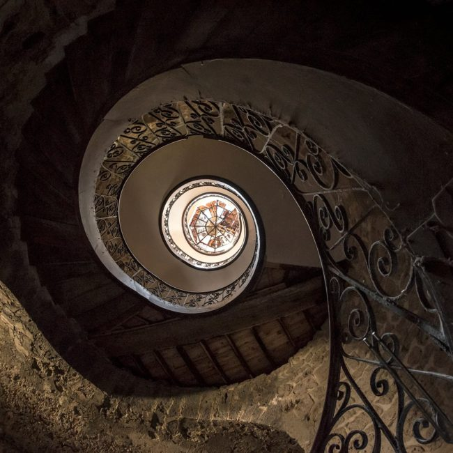 urbex exploration france chateau elipse escalier