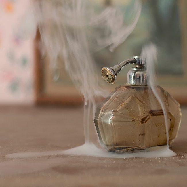 urbex exploration france parfum femme fumee