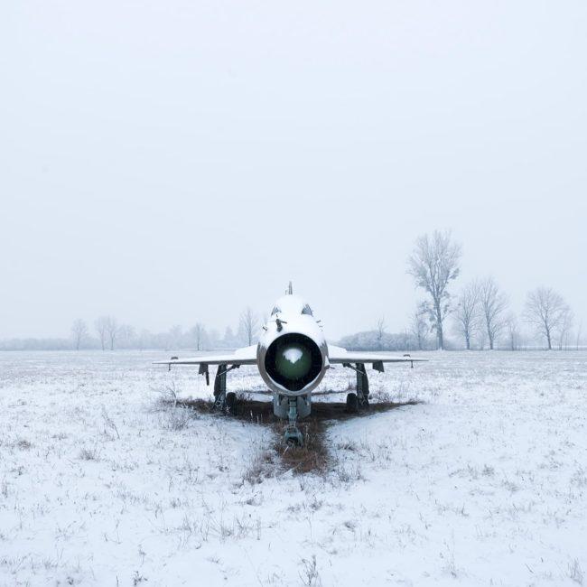 urbex exploration hongrie avion mig neige