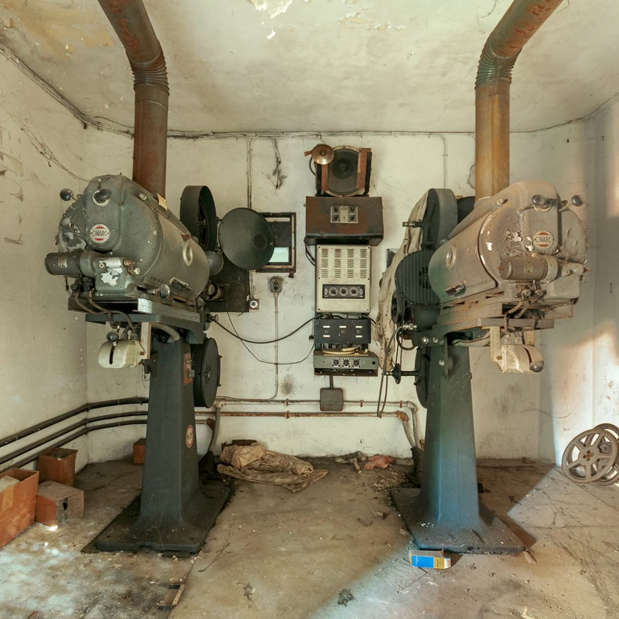 urbex france exploration projecteur cinema
