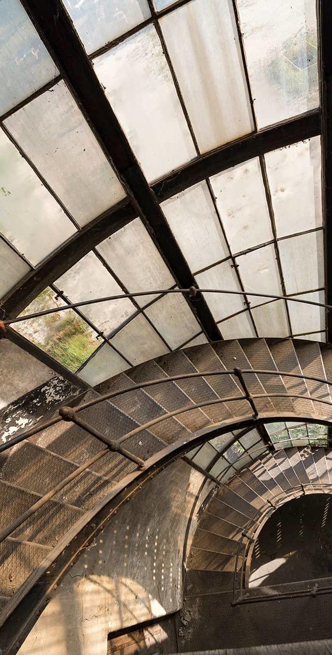 urbex-urban-exploration-hongrie-industrie-power-plant-escalier