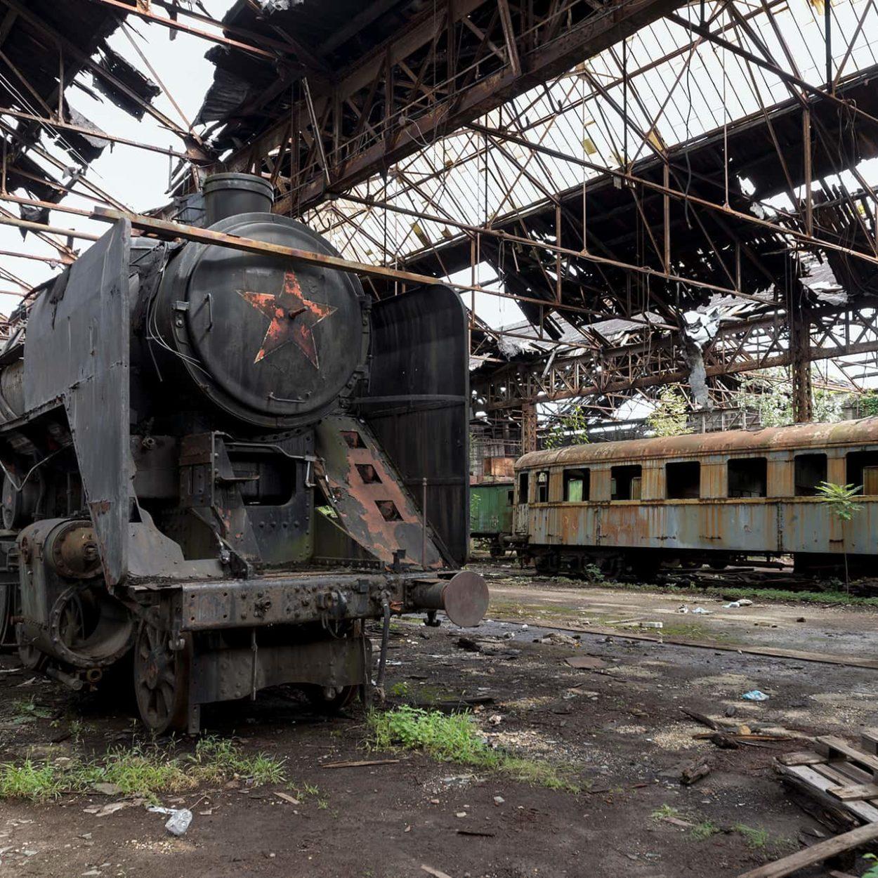 urbex-urban-exploration-hongrie-train-Istvantelek-red-star