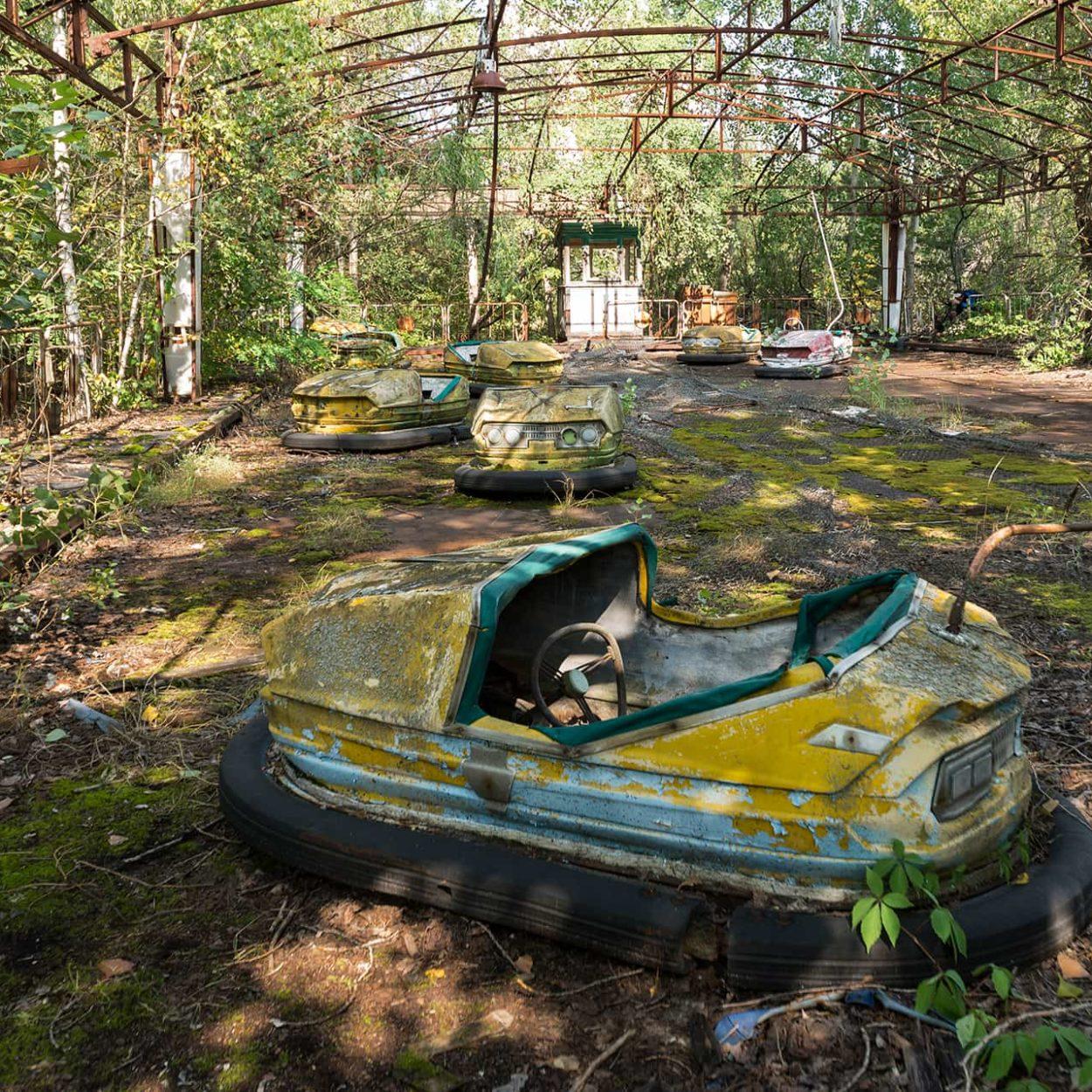 urbex-urban-exploration-ukraine-tchernobyl-pripiat-fete-voiture-tamponneuse