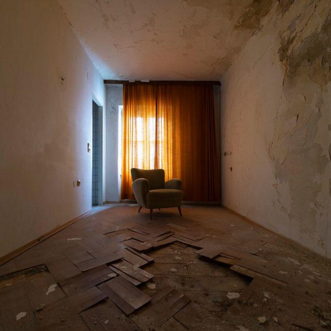 urbex-exploration-autriche-hotel-thermal-fauteuil