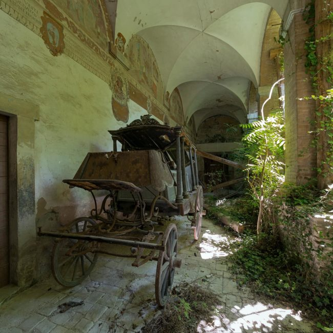 urbex-exploration-italie-corbillard-couvent