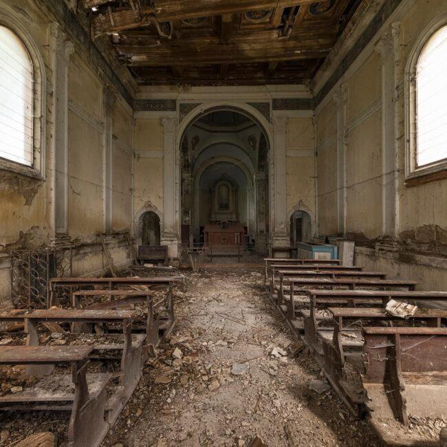 urbex-exploration-italie-eglise-chiesa-tracteur