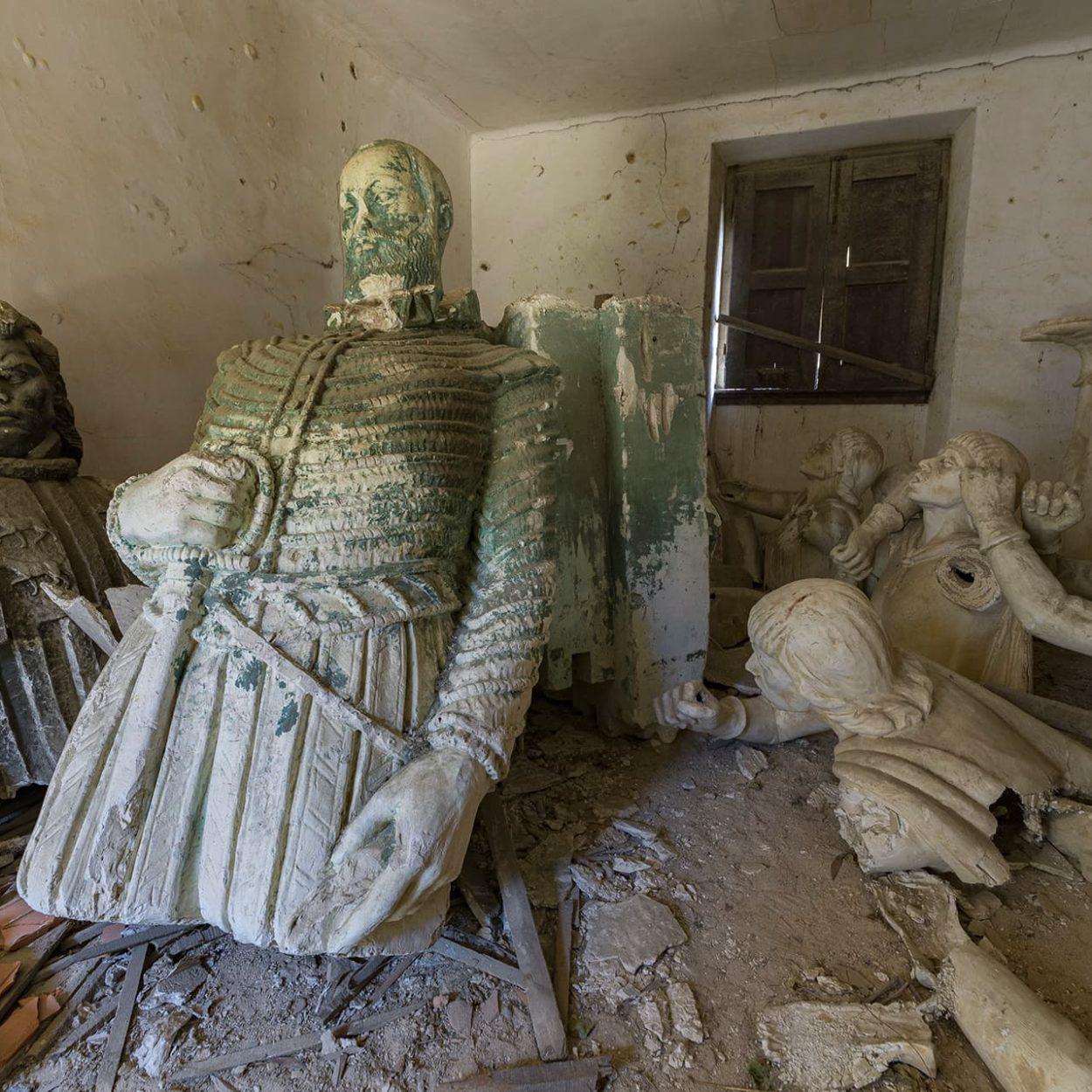 urbex-urban-exploration-portugal-statues-sculpteur