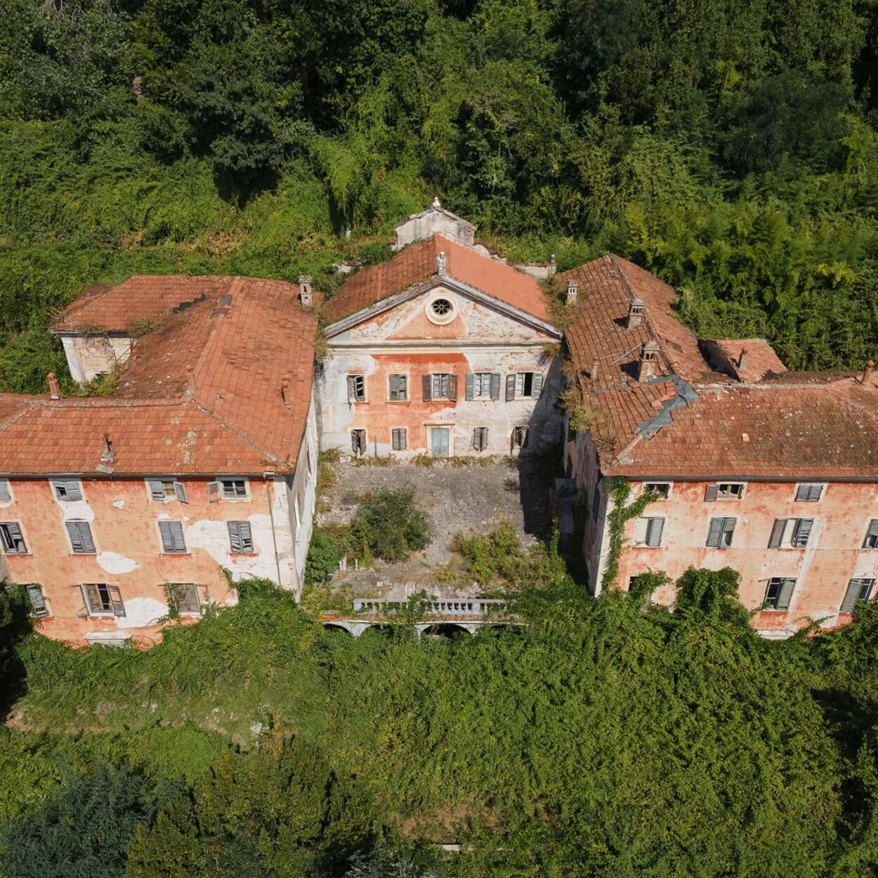 urbex-exploration-italie-drone-dji-villa-massoni
