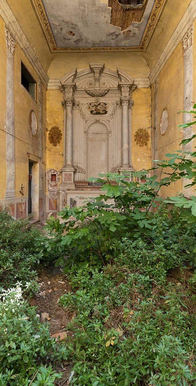 urbex-exploration-italie-eglise-vegetation